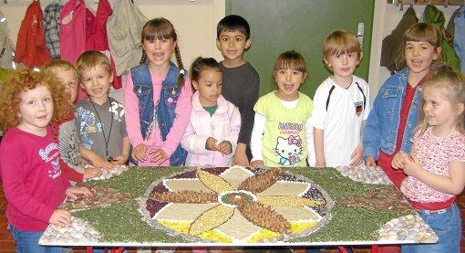 Kinder basteln besonderen Teppich  VillingenSchwenningen