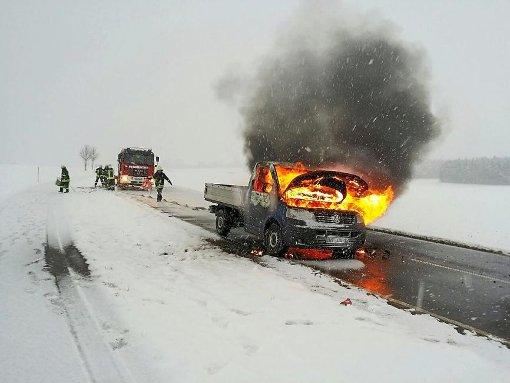 Bräunlingen: Fahrzeug geht in Flammen auf - Schwarzwälder Bote