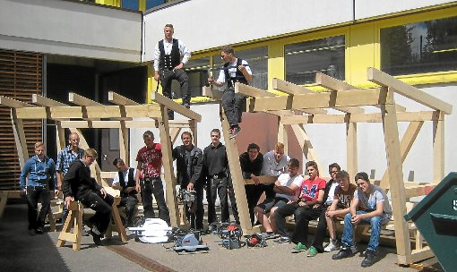Nagold zimmererlehrlinge der rolf benz schule bauen Rolf benz nagold