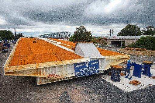 Kehl: Tram-Brücke nimmt Gestalt an - Kehl - Schwarzwälder Bote
