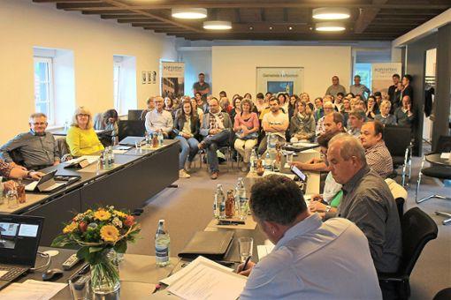 Selten waren so viele Besucher bei einer Gemeinderatssitzung dabei wie am Mittwoch. Foto: Störr