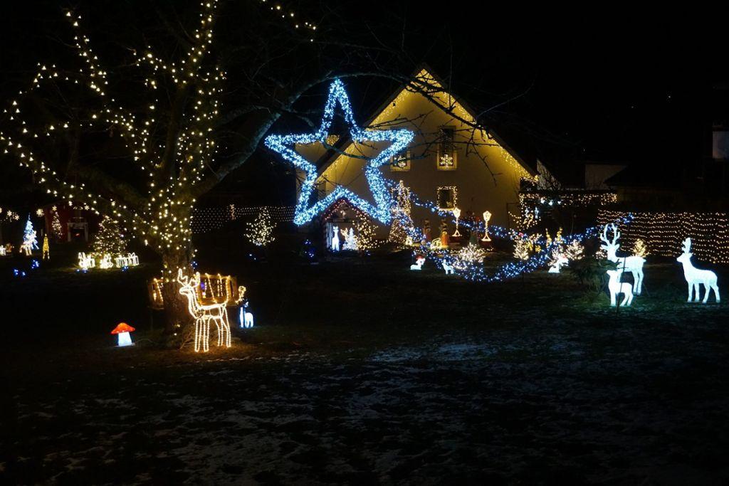 Müller Weihnachtsdeko.Mössingen Weihnachtsdeko 30 000 Lichter Erleuchten Garten