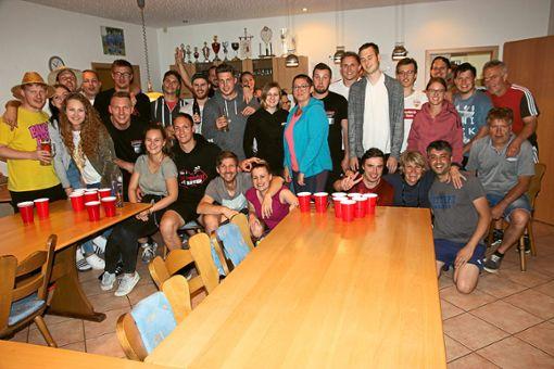 Beim Bierpong des Tennisclubs Eutingen traten 18 Teams aus der Gemeinde Eutingen und Freunde gegeneinander an.   Foto: Feinler Foto: Schwarzwälder Bote