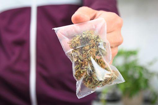 Wegen eines Päckchens Marihuana wurde der Dealer in Horb von zwei Kunden angegriffen. Foto: eight8 – stock.adobe.com