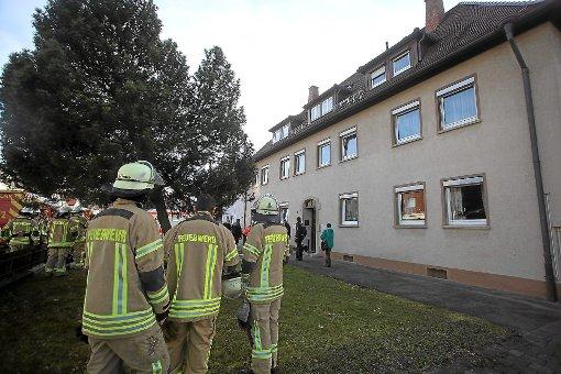 In diesem Mehrfamilienhaus in Schwenningen drohte gestern Nachmittag ein Mann mit einem Messer, woraufhin er in Gewahrsam genommen wurde. Foto: Marc Eich