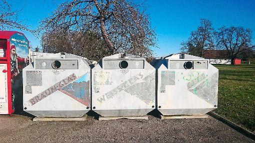 Die Glascontainer in der Seehofstraße quellen häufig über. Der Trillfinger Ortschaftsrat will hier Abhilfe schaffen.  Foto: Lenski Foto: Schwarzwälder-Bote