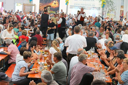 Gemessen an den Besuchern im großen Festzelt war auch das 48. Volksfest im Gäu ein Volltreffer.  Foto: Ranft