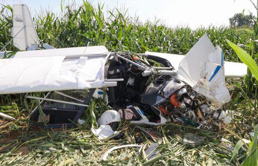Das Ultraleichtflugzeug stürzte in der Nähe von Tiefenbach im Landkreis Biberach ab. Hierbei starb eine 59-Jährige aus Villingen.  Foto: Thomas Warnack/dpa