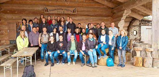 Viel Vergnügen bereitete den Gruoler Musikern ein Ausflug in den Schwarzwald. Das Bild zeigt die Ausflügler vor der Glasmännlehütte in Baiersbronn.  Foto: Bross Foto: Schwarzwälder Bote