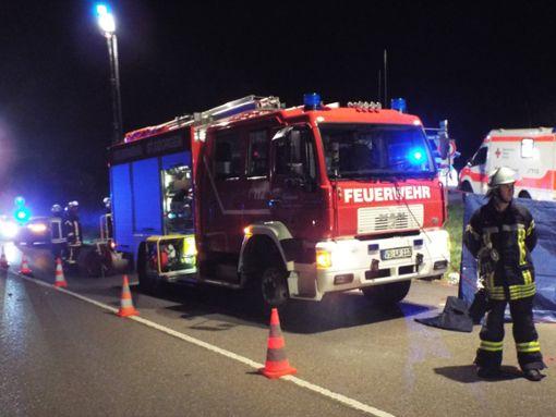 Ein Großaufgebot von Polizei, Feuerwehr und Rotem Kreuz rückt am Dienstagabend zum Brudermoosparkplatz aus.  Foto: Dorer