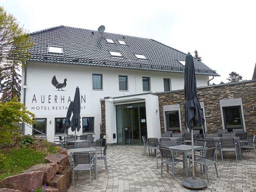 Das 2011 erbaute Auerhahn Hotel und Restaurant dürfte kein Schnäppchen für mögliche Interessenten werden.  Foto: Jänsch