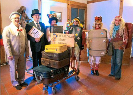 Die komische Kofferversteigerung der Rumpeldinas  Foto: Müller