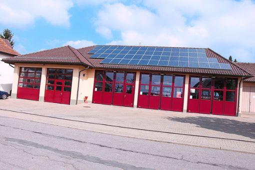 Kann dank der neuen Druckluftanlage offen gehalten werden: das Gerätehaus der Neubulacher Feuerwehr.  Foto: Buck Foto: Schwarzwälder Bote