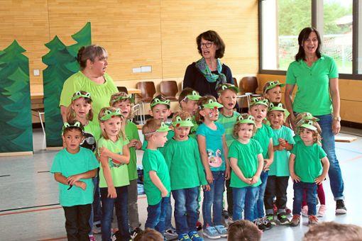 Die Weilener Kinder begrüßen als Frösche verkleidet die Besucher beim Sommerfest.   Foto: Privat Foto: Schwarzwälder Bote