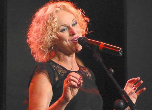 Sängerin Liv Kristine war schon zum siebten Mal in der Seminarturnhalle zu Gast  Foto: M. Bernklau Foto: Schwarzwälder Bote