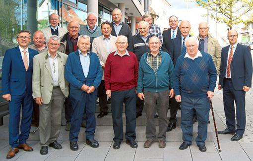 Die Raiffeisenbank Geislingen-Rosenfeld hat Mitglieder für 50 und 60 Jahre Treue zur Genossenschaft ausgezeichnet.  Foto: Renner Foto: Schwarzwälder Bote