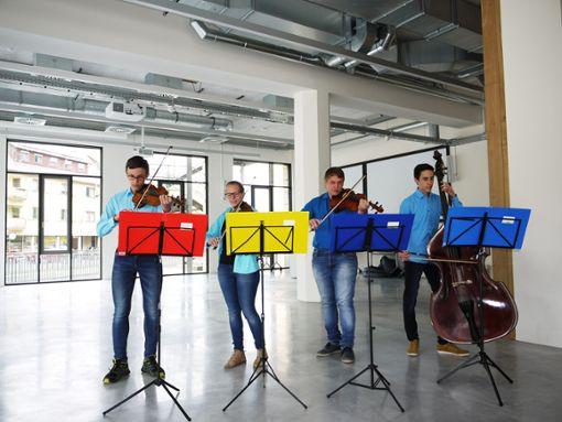Die Anstreicher sind weg, die Streicher kommen (von links): David Stoll, Evi Schneider, Jakob und Benjamin Stoll Foto: Schwarzwälder Bote