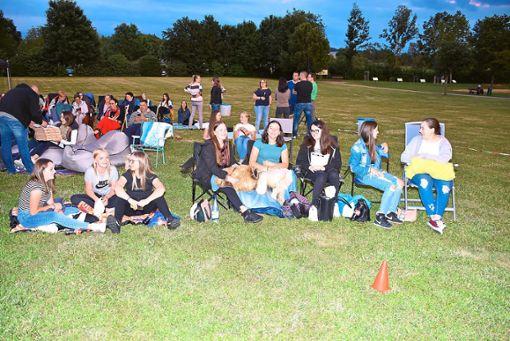 Die Kino-Fans hatten sich Decken und Stühle mitgebracht. Foto: Schwarzwälder Bote