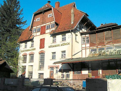 Bis zum Abriss im Herbst 2007 stand die Mönchs Klosterbrauerei im Bleichweg von Bad Herrenalb.   Foto: Glaser