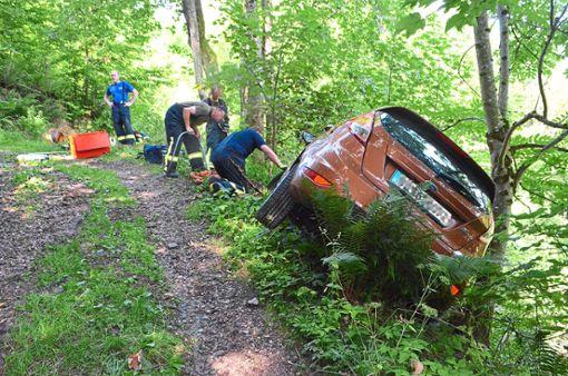 Ein nicht ortskundiger Autofahrer ist in Lauterbach blind nach Navi gefahren. Er fuhr einen steilen, holpriger Wanderweg entlang und stürzte beinahe einen Abhang hinunter. Foto: Dold