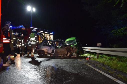Zwei junge Autofahrer sind bei einem Frontalzusammenstoß zwischen Meßstetten und Unterdigisheim verletzt worden. Foto: Jannik Nölke