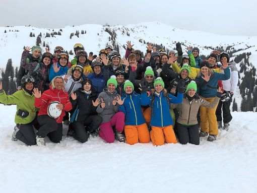 Rund 50 Frauen nutzten das Angebot des TuS Gutach und genossen einen Skitag Ladies only im Bregenzer Wald.   Foto: Heinzmann Foto: Schwarzwälder Bote