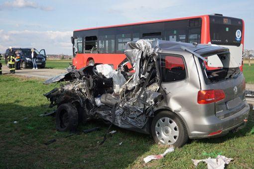 Drei Personen wurden bei dem Unfall verletzt.  Foto: Lück