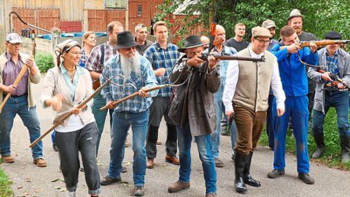 Im Film Tod aus dem All formiert sich eine Bürgerwehr, um gegen die Zombies anzutreten.   Foto: Mania Pictures