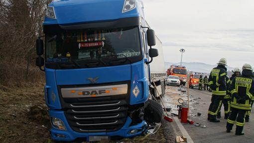 Bei einem Unfall auf der B 462 bei Rottweil ist eine Autofahrerin schwer verletzt worden.     Foto: Sven Maurer/ dedinag