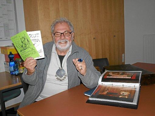 Gedichte und Erinnerungen an bewegte Zeiten hat Hansjörg Kindler im Gepäck, bekannt als Zauberer Trixini.  Foto: Zieglwalner Foto: Schwarzwälder-Bote