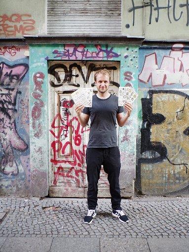 Die Boulevard-Presse im trendigen Berlin feiert den von ihm kreierten neuen Sommertrend: temporäre Tattoos von David Bizer. Foto: Privat
