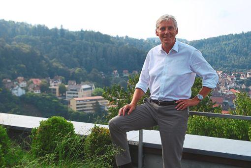 Landrat Helmut Riegger hat gute Nachrichten für mehrere Kommunen.  Foto: Bernklau Foto: Schwarzwälder Bote