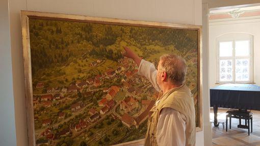 Norbert Stockhus hat uns ganz privat durch seine aktuelle Ausstellung geführt.   Foto: Schreider