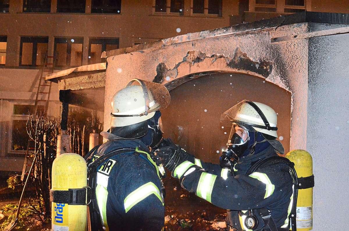 Brand in Schramberg-Sulgen: Mülltonnen gegenüber Hallenbad