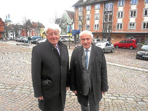 Ernst Zimmermann (rechts) und Gerhard Fischer stellen das Projekt Mundartpflege vor.     Foto: Maier Foto: Schwarzwälder-Bote