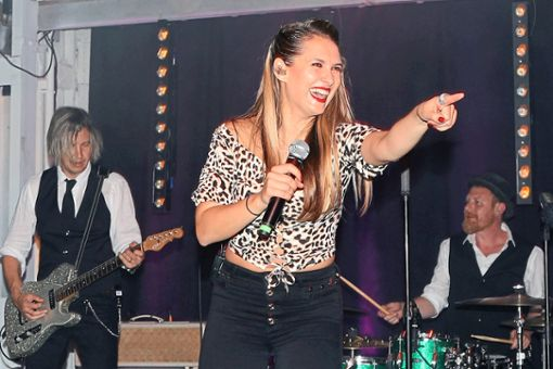 Iva & The Vintage Band brachten gute Laune rüber im Nagolder Teufelwerk.  Foto: Priestersbach Foto: Schwarzwälder Bote