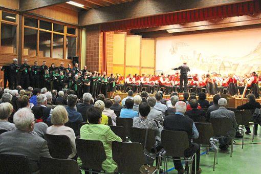 Musikverein und Kirchenchor treten beim großen Konzertfinale gemeinsam auf.   Foto: Maier Foto: Schwarzwälder Bote