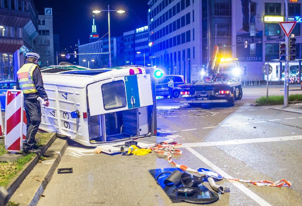 Stuttgart Mitte Bmw Kracht In Streifenwagen Nachrichten