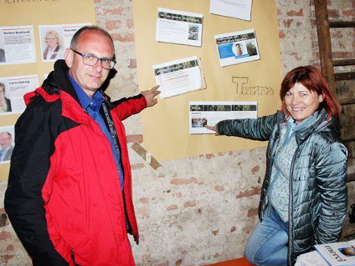 Norbert Burkhardt (von links) und Andrea Kopp informieren über Fördermittel zum Tonauturm.   Foto: Schwind Foto: Schwarzwälder Bote