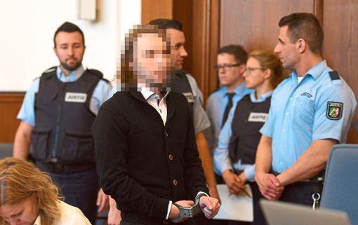 Sergej W. vor dem Landgericht Dortmund   Foto: Fassbender