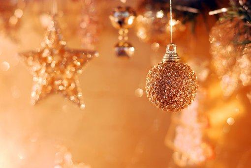 Weihnachten nähert sich mit großen Schritten. Wir haben Wissenswertes rund ums Fest gesammelt.  Foto: RazoomGame/ Shutterstock