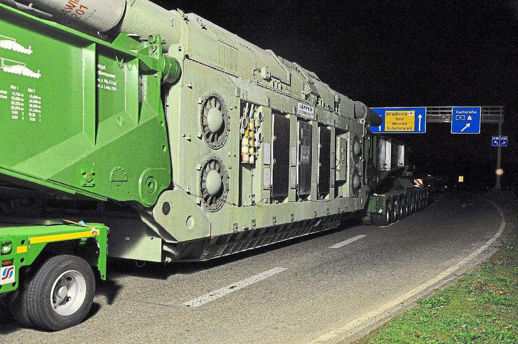 schwertransport mit 403 tonnen bringt transformator vom kehler hafen nach offenburg weier. Black Bedroom Furniture Sets. Home Design Ideas
