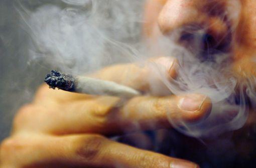 Zurzeit liegt die Freimenge an Cannabis, die als Eigenbedarf gilt, bei sechs Gramm. (Symbolfoto) Foto: dpa