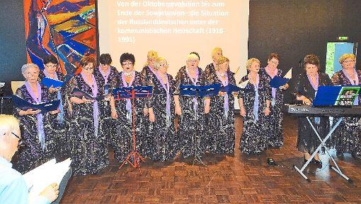 Der Frauenchor Souvenir von Valentina Hermann bereichert  den Treff der Kulturen.    Foto: Bombardi Foto: Schwarzwälder-Bote
