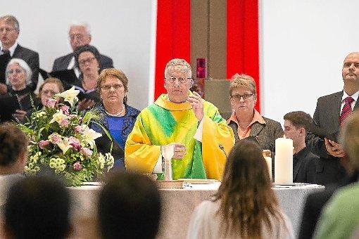 Sein letzter Arbeitstag: Pfarrer Jochen Boos verabschiedet sich im Gottesdienst von der Heilig-Geist-Gemeinde. Foto: Deregowski