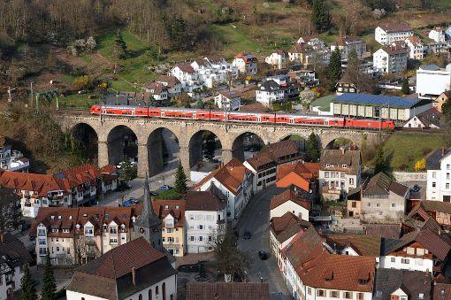 Ein wunderschöner Blick von oben auf Hornberg und das Viadukt wäre ein Motiv für den Fotowettbewerb.   Foto: Gräff