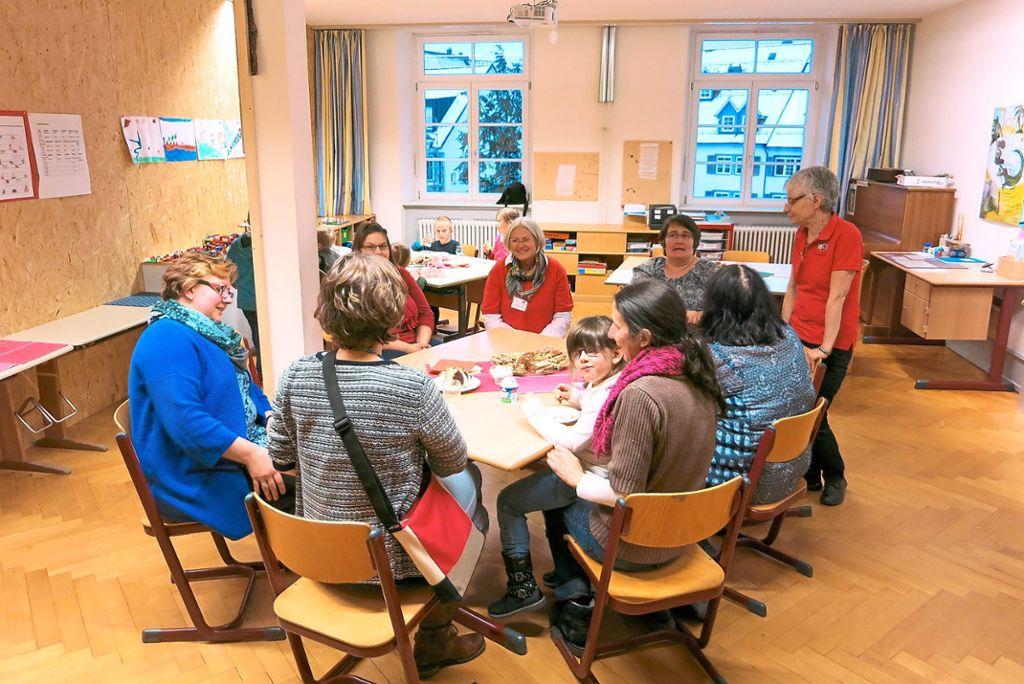 Elternmentoren unterhielten sich mit Schulanfängereltern und Lehrern.   Foto: Sprachheilschule Foto: Schwarzwälder Bote