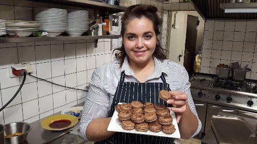 Luisa Zerbo backt im italienischen Restaurant Da Gino ihres Vaters liebend gerne Macarons. Foto: Böhler