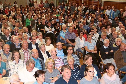 Volle Halle: 500 Villingendorfer Bürger kommen zur Bürgermeisterkandidatenkür.  Foto: Schmidt