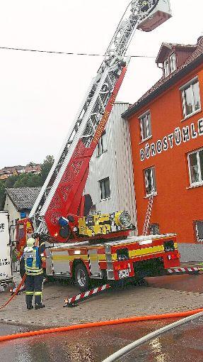 Die Drehleiter der Haigerlocher Feuerwehr war bei der Übung des Löschzuges Süd  im Einsatz.  Foto: Pfeffer Foto: Schwarzwälder-Bote